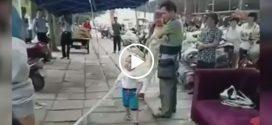 ПОЛИЦИЯ В ШОКЕ! 3-летний малыш с помощью трубы и кулаков защитил свою бабушку от полицейских