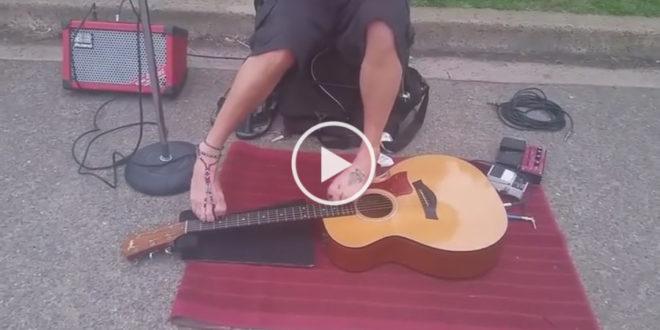 Я Просто в Шоке! Безрукий Уличный Музыкант Играет на Гитаре