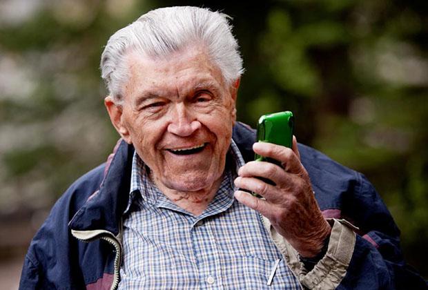 Я просто угораю! Прожив пятьдесят лет в браке, отец решил развестись и сделал звонок детям.