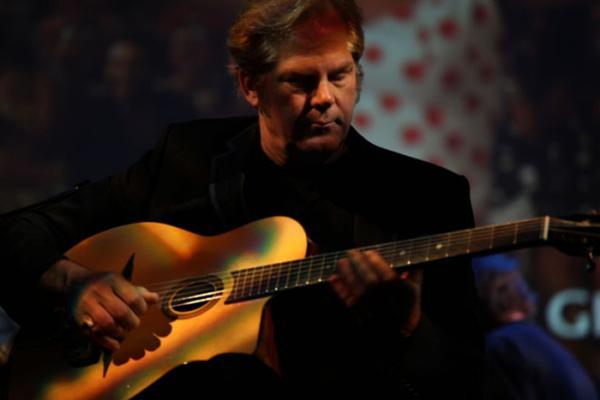 Музыка, которую вы будете слушать снова и снова. «Sultan Of Swing» в исполнении 3-х лучших гитаристов мира.