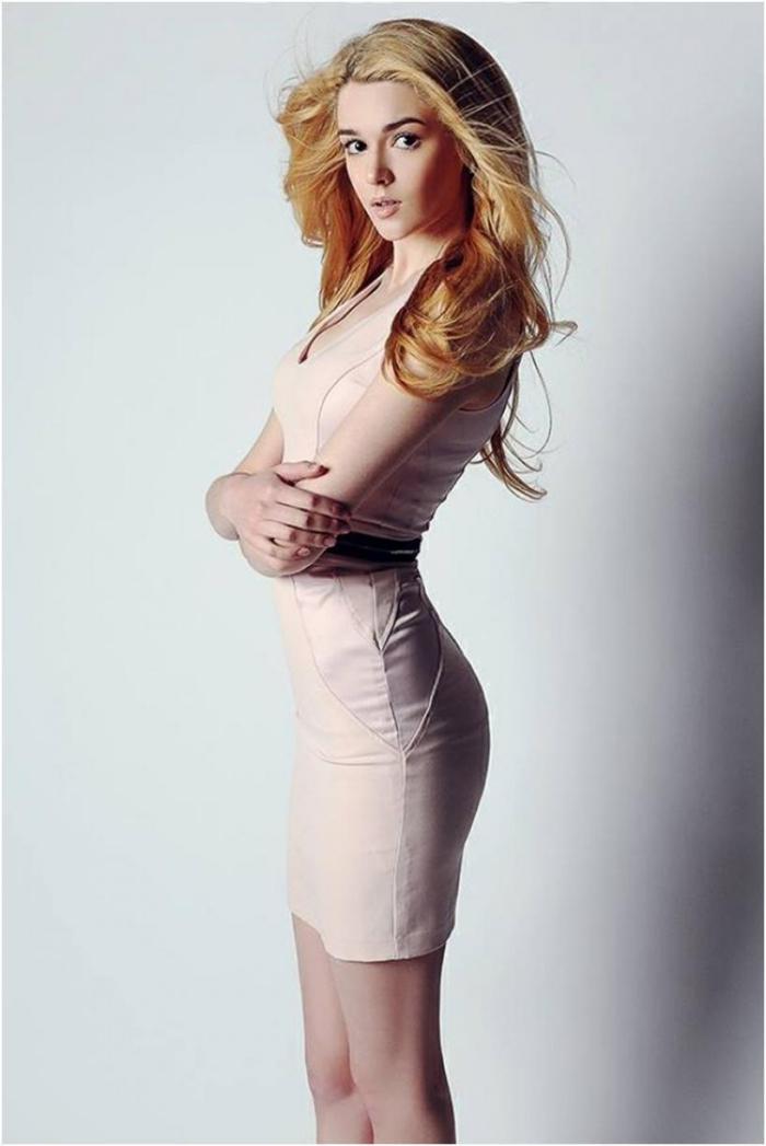 Эта девушка из России признана самой красивой в мире. Но мы были поражены, узнав, чем она занимается!