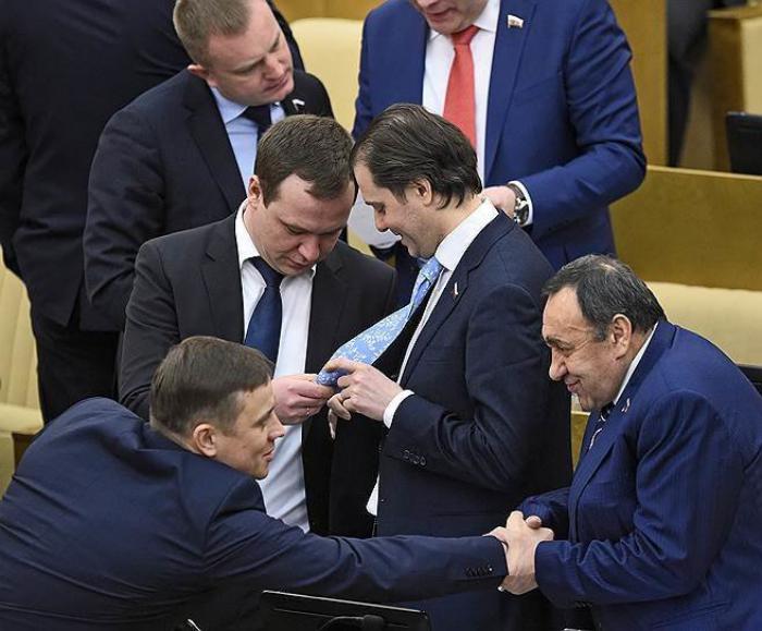 В США показали будни Государственной Думы России... вы тоже взгляните.