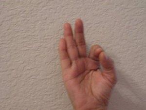Вот это да! Подержите руку в этой позиции и Вы не поверите, что последует за этим!