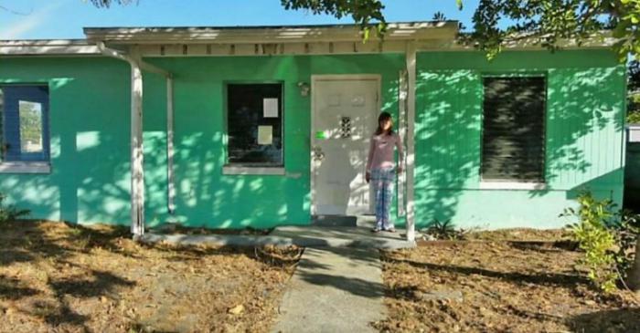 14-летняя девочка купила собственный дом. Заглянув внутрь, ее мама не смогла сдержать слез от удивления