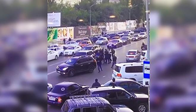 Охрана министра МВД избила случайного водителя на глазах у прохожих