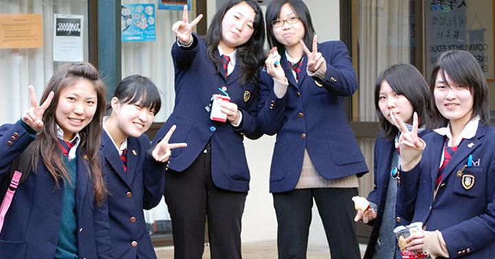 Студенты в Южной Корее обязаны встречаться с одним из одногруппников в течение месяца, а затем повторить этот опыт еще с двумя другими…