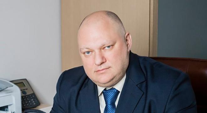 Депутат из Ярославля растоптал свой iPad в ответ на американские санкции — ВИДЕО