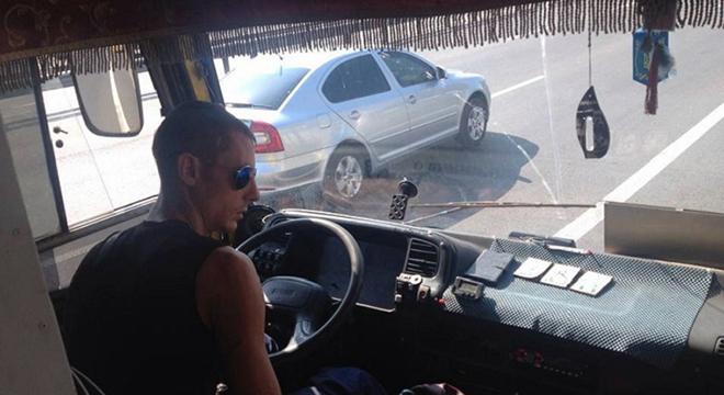 Быдло-водитель маршрутки получил по заслугам!