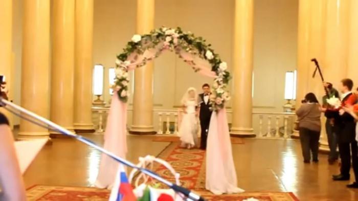 Конфуз на свадьбе. А что нынешним невестам белье не по карману?