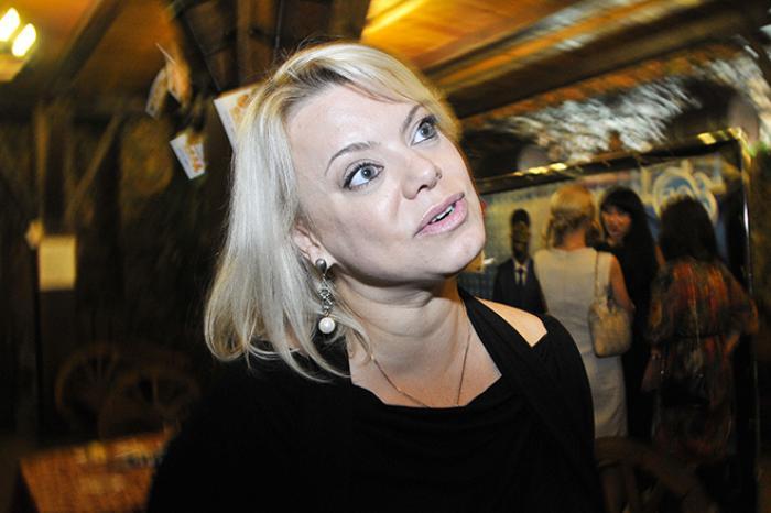 """Поплавская назвала новорожденную дочь Виторгана """"девайсом"""" в руках престарелых родителей"""